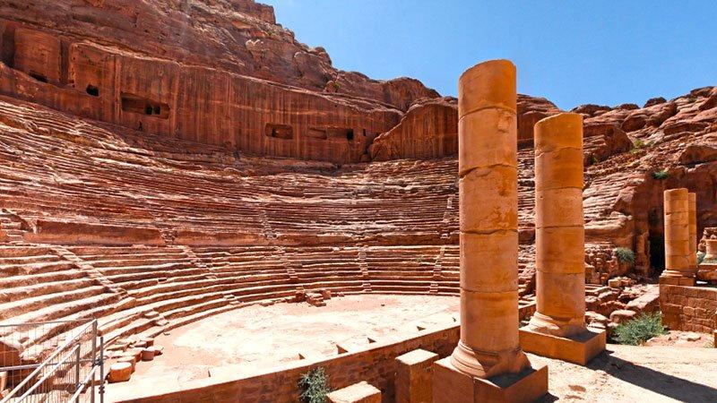 amphitheatre-petra-jordan.jpg