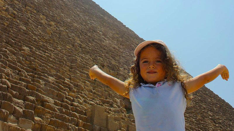 child-pyramid-cairo-egypt.jpg