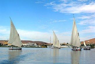 felucc-sailboats-aswan.jpg