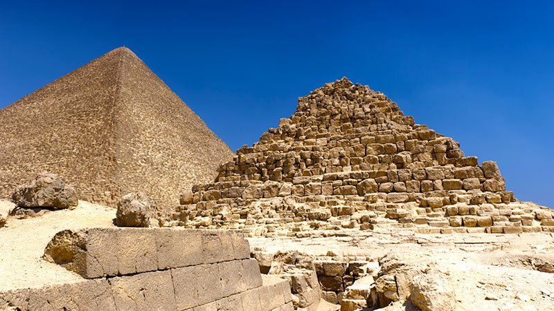 queens-pyramids-cairo-egypt.jpg